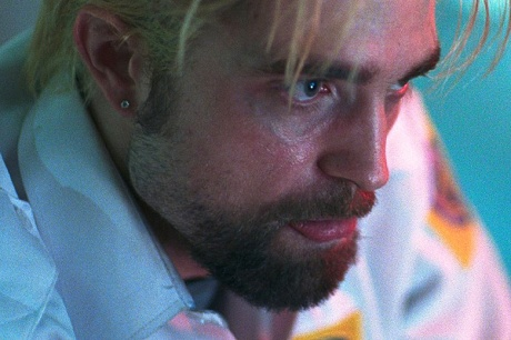 Robert Pattinsonas Connie Nikas in <em>Good Time</em>.