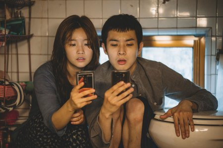parasite-Ki-jung-Kim-So-dam-Park-and-Ki-woo-Park-Woo-sik-Choi-in-Parasite_rgbW